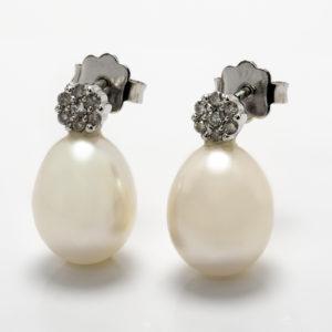 Brinco em ouro branco com pérolas e diamantes
