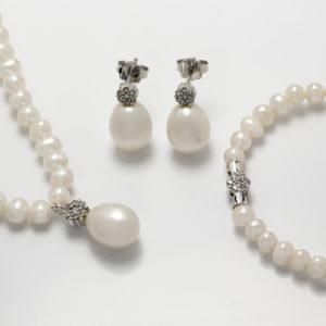 Conjunto em ouro branco com pérolas e diamantes