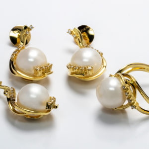 Conjunto em ouro amarelo com pérolas e diamantes